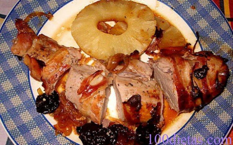 Solomillo de cerdo con ciruelas y piña